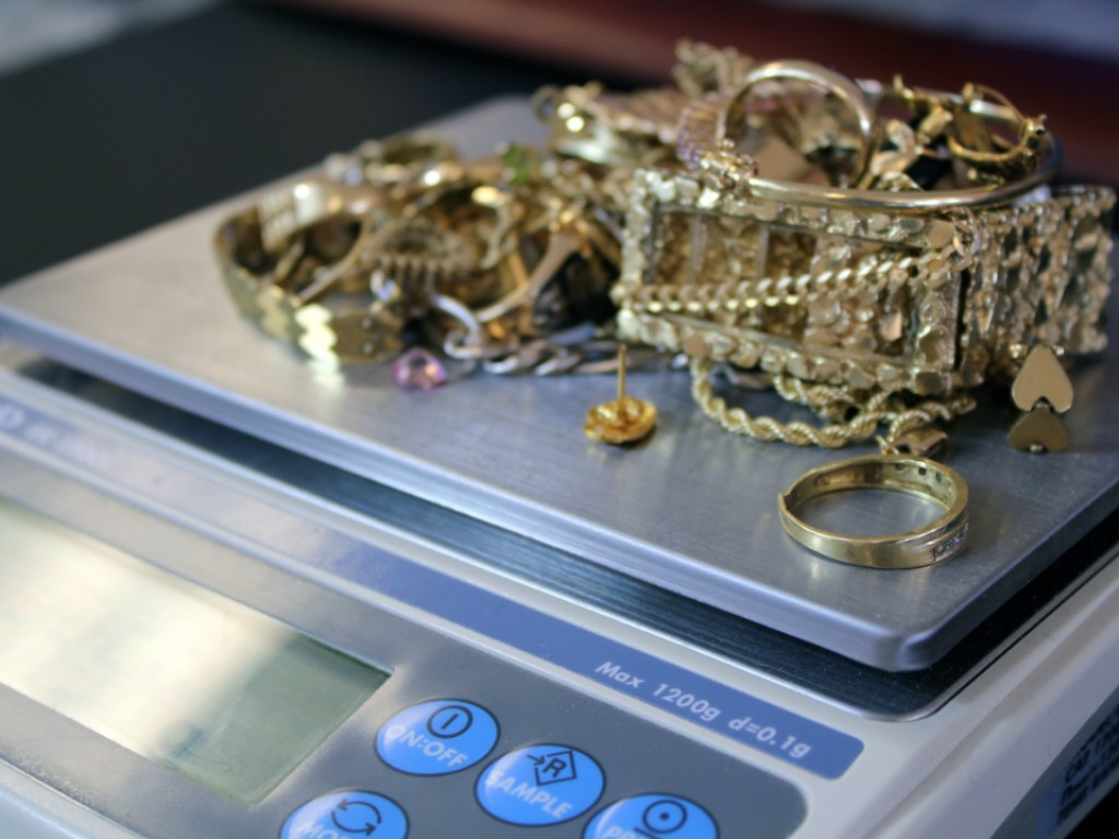 Как сдать золото в ломбард без возврата: 9 моментов, которые нужно знать обзательно