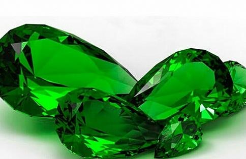 Ярко-зеленый изумруд ценится больше всего