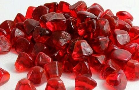 Рубин насыщенного красного цвета